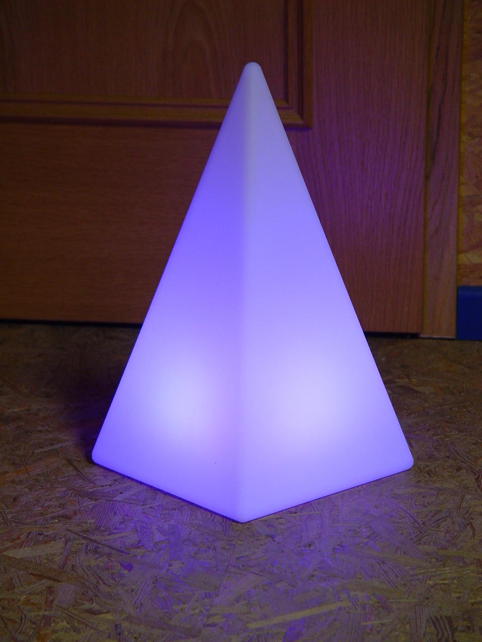 akku led pyramide h he 48 cm tagesmiete mieten. Black Bedroom Furniture Sets. Home Design Ideas