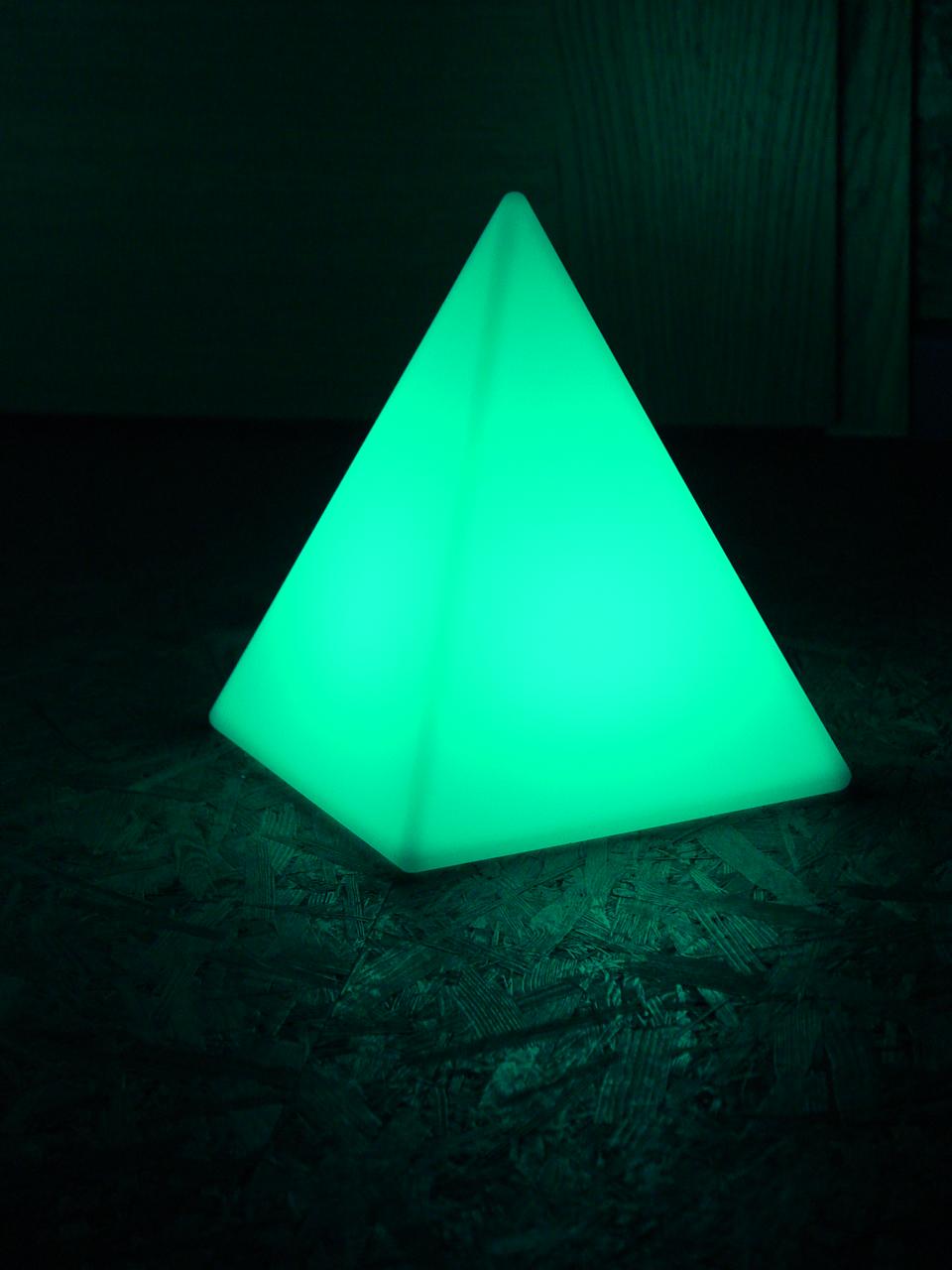 akku led pyramide h he 30 cm tagesmiete mieten. Black Bedroom Furniture Sets. Home Design Ideas